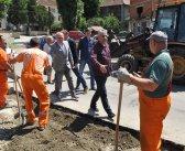 Весић и Симоновић обишли радове на асфалтирању пута у Врчину