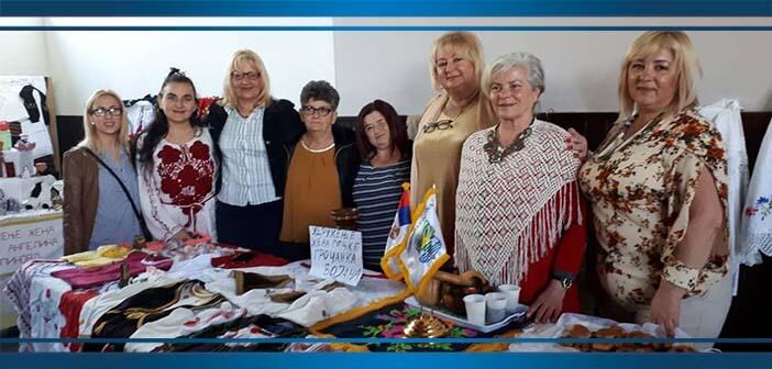 Жене Калуђерице и Гроцке на такмичењу славских колача у Младеновцу