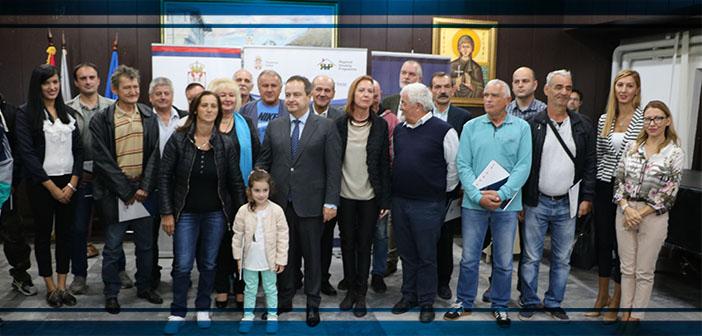 Uručeni ugovori o dodeli 15 paketa građevinskog materijala izbegličkim porodicama iz Bosne i Hercegovine i Republike Hrvatske