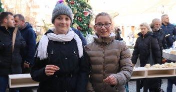 Lomljenje božićne česnice u Grockoj